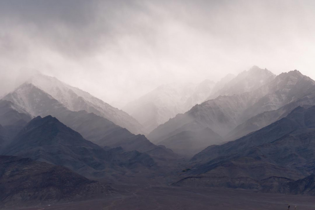 Фотообои Горы, скалы в тумане