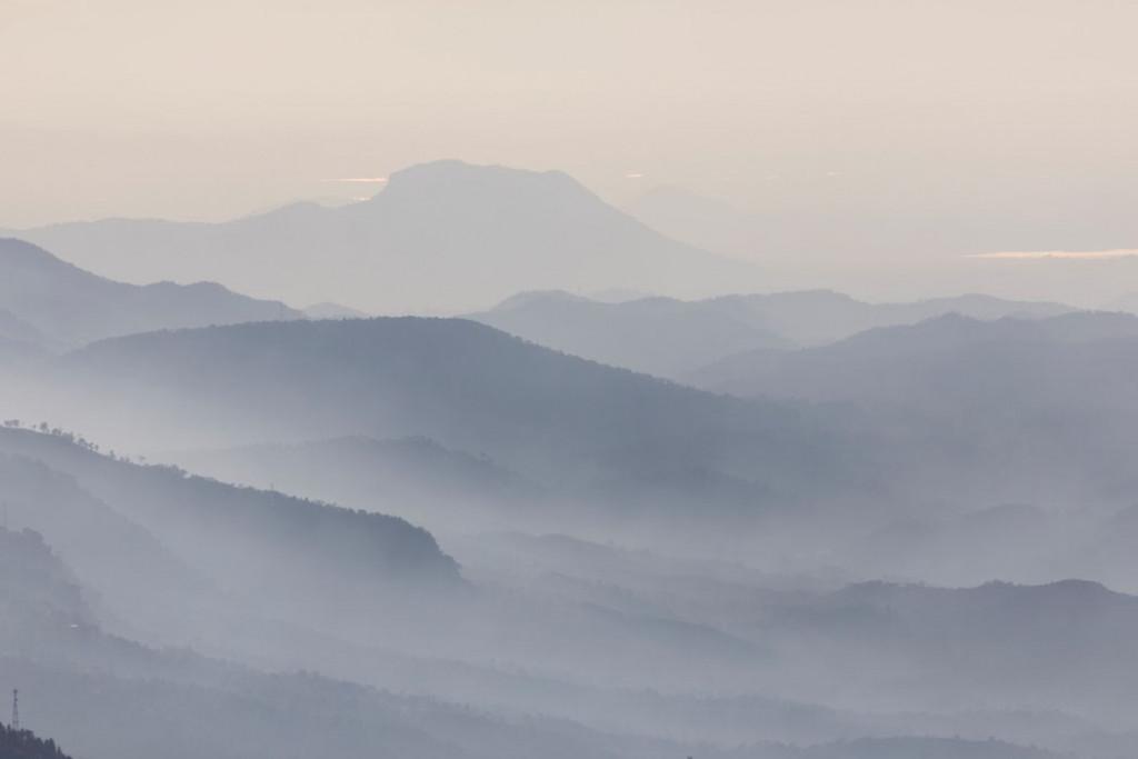 Фотообои Скандинавские туманные горы