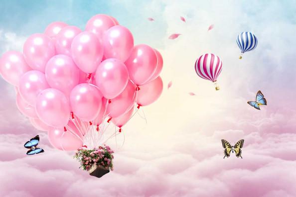 Фотообои Воздушные шары на фоне тучь