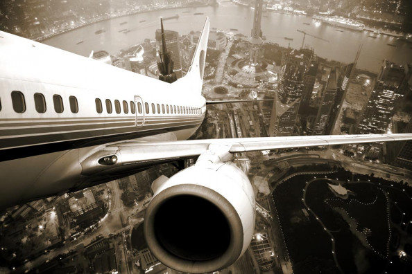 Фотообои Самолет над городом