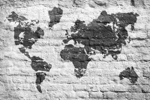 Фотообои Карта мира на кирпичной  стене