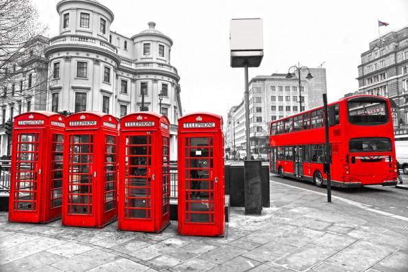 Фотообои телефонные будки